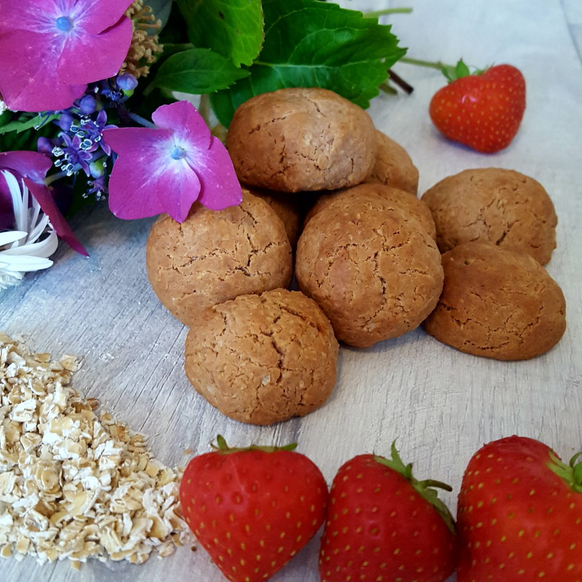 Nutty strawberry bites