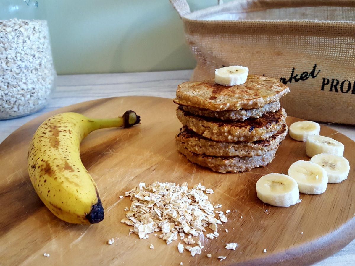 Banana oaty pancakes